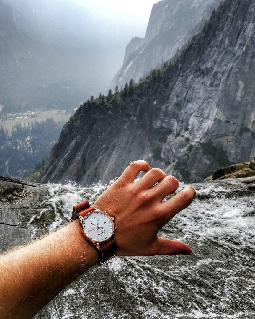 Uhr aus der Voyager Kollektion: Rosewood (Yosemite Nationalpark Waterfalls)