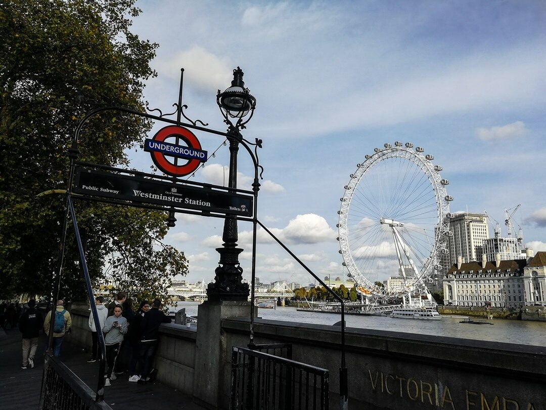 london sightseeing x mvmt revolver. Black Bedroom Furniture Sets. Home Design Ideas