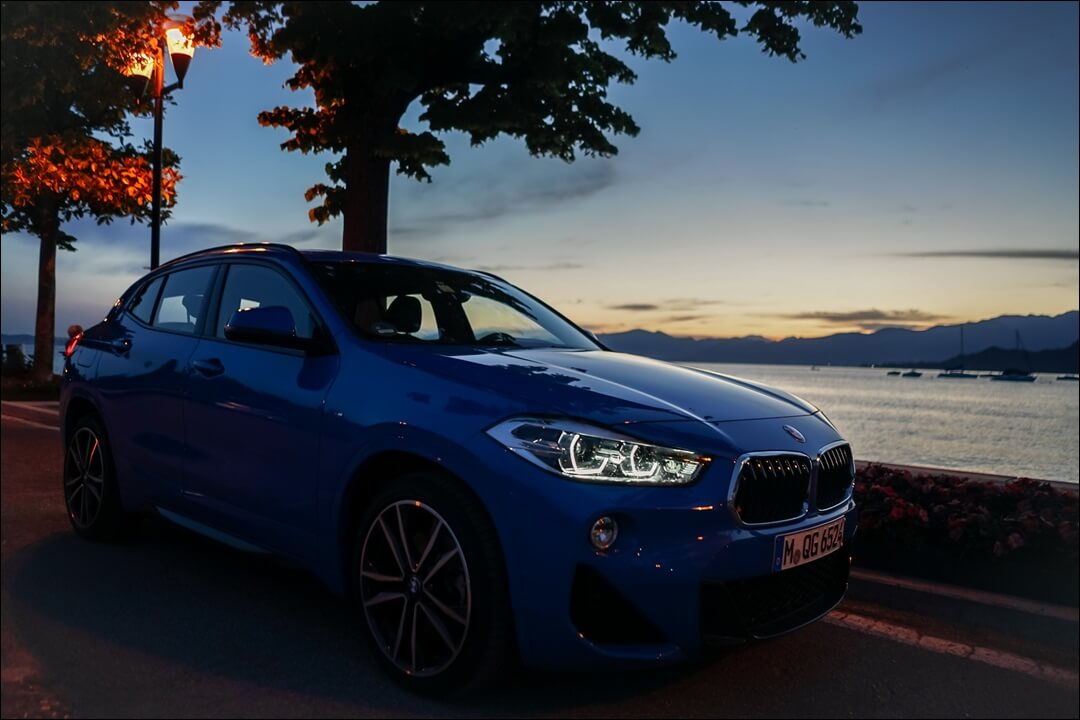 BMW X2 sDrive 20i M Sport in Misano Blau mit LED Scheinwerfern