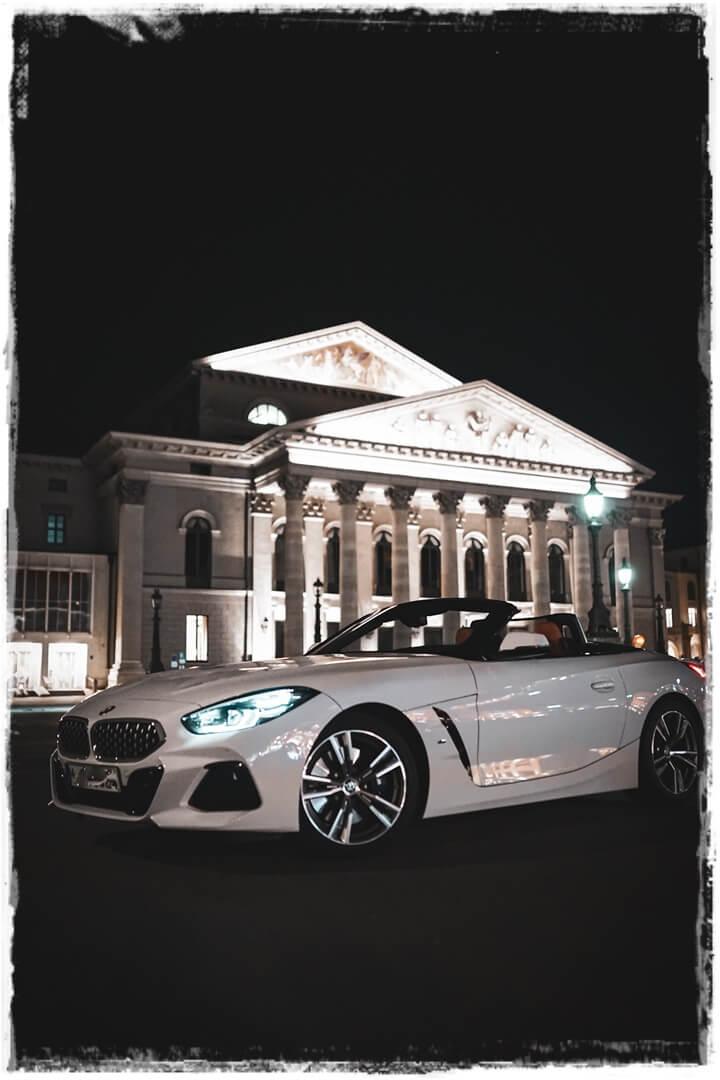 BMW Z4 sDrive 20i M Sport an der Bayrischen Staatsoper in München
