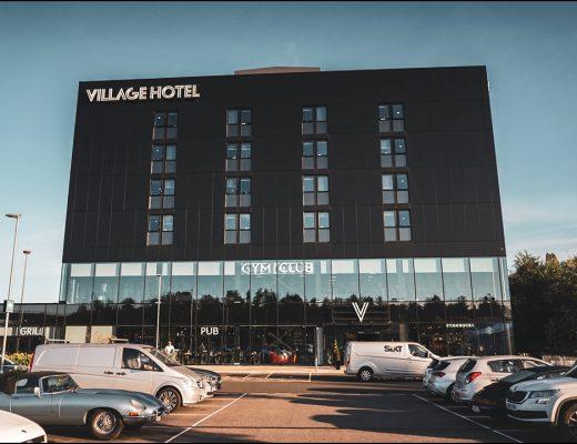 Village Hotel Portsmouth - Gebäude + Parkplätze