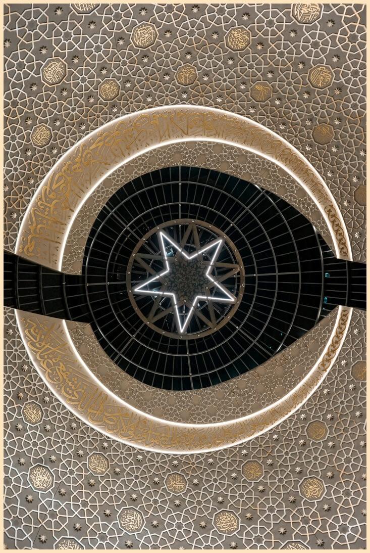 Halbmond Deckendesign der DITIB Zentralmoschee Köln