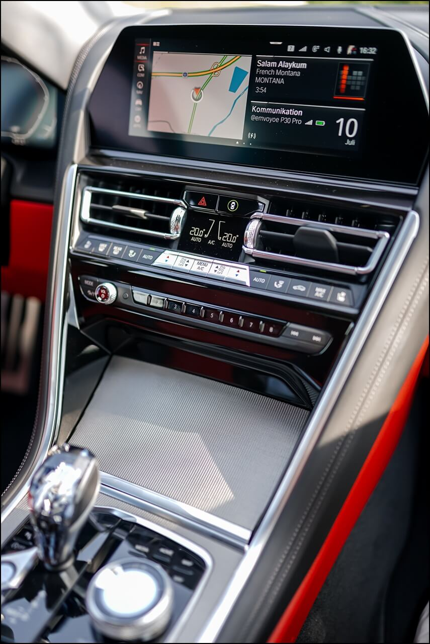 "Control Touch Display in 10,25"" mit dem eigenen Betriebssystem OS 7 im BMW 840i"