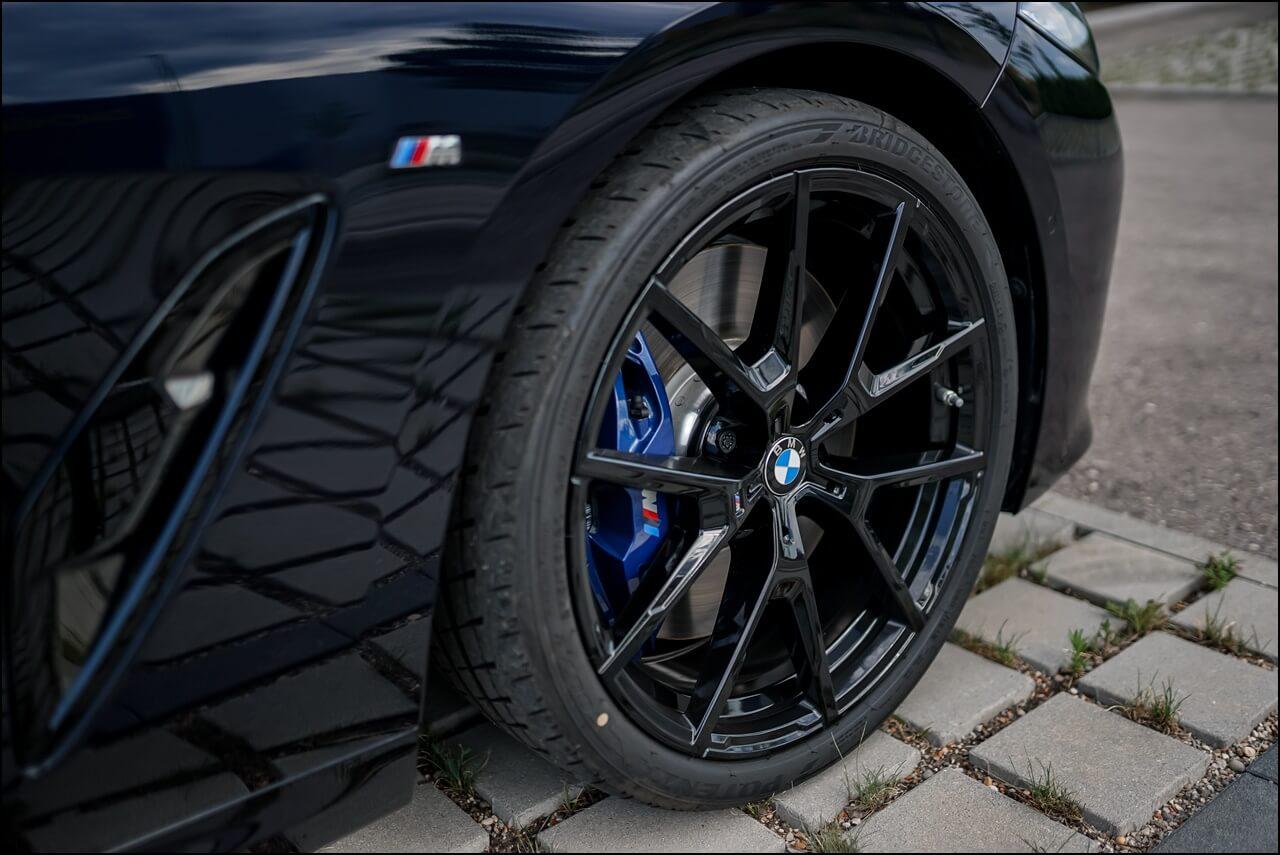 """BMW 20"""" M LMR Y Speiche Sportreifen in der Farbe Jetblack & M Sportbremsen"""