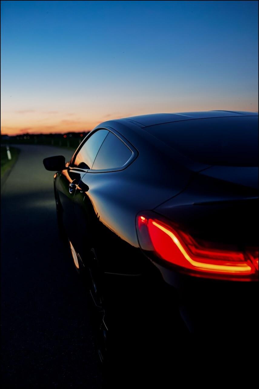 Sonnenuntergang Spiegelung am 8er BMW