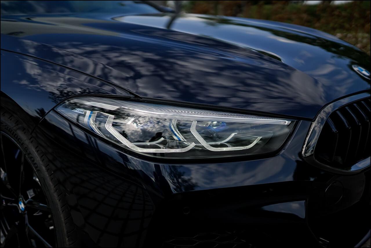 Bis zu 600 Meter helles Licht mit dem BMW Laserlicht - erkennbar an den blauen Akzenten