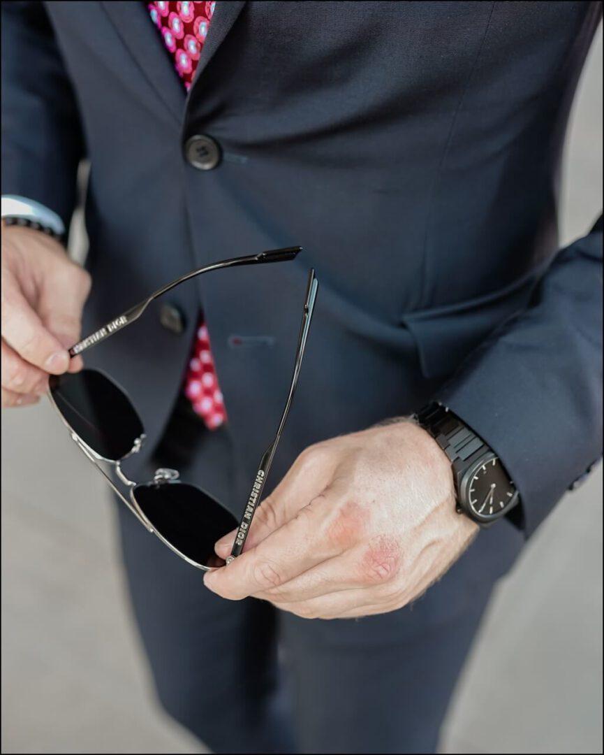 Christian Dior Aufschrift am Bügel der DIOR180 Sonnenbrille
