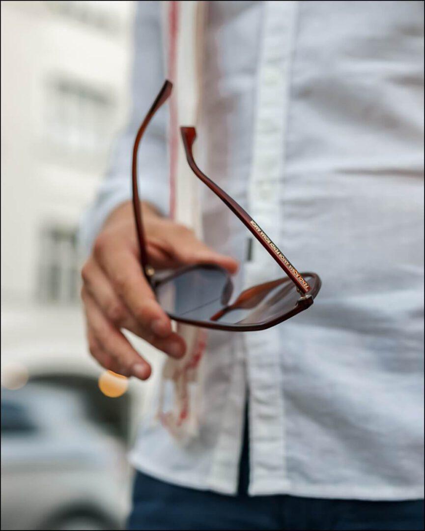 Lifestyle Fendi Modell FF0377S in Rot mit FENDI ROMA Schriftzug im Sonnenbrillen Bügel