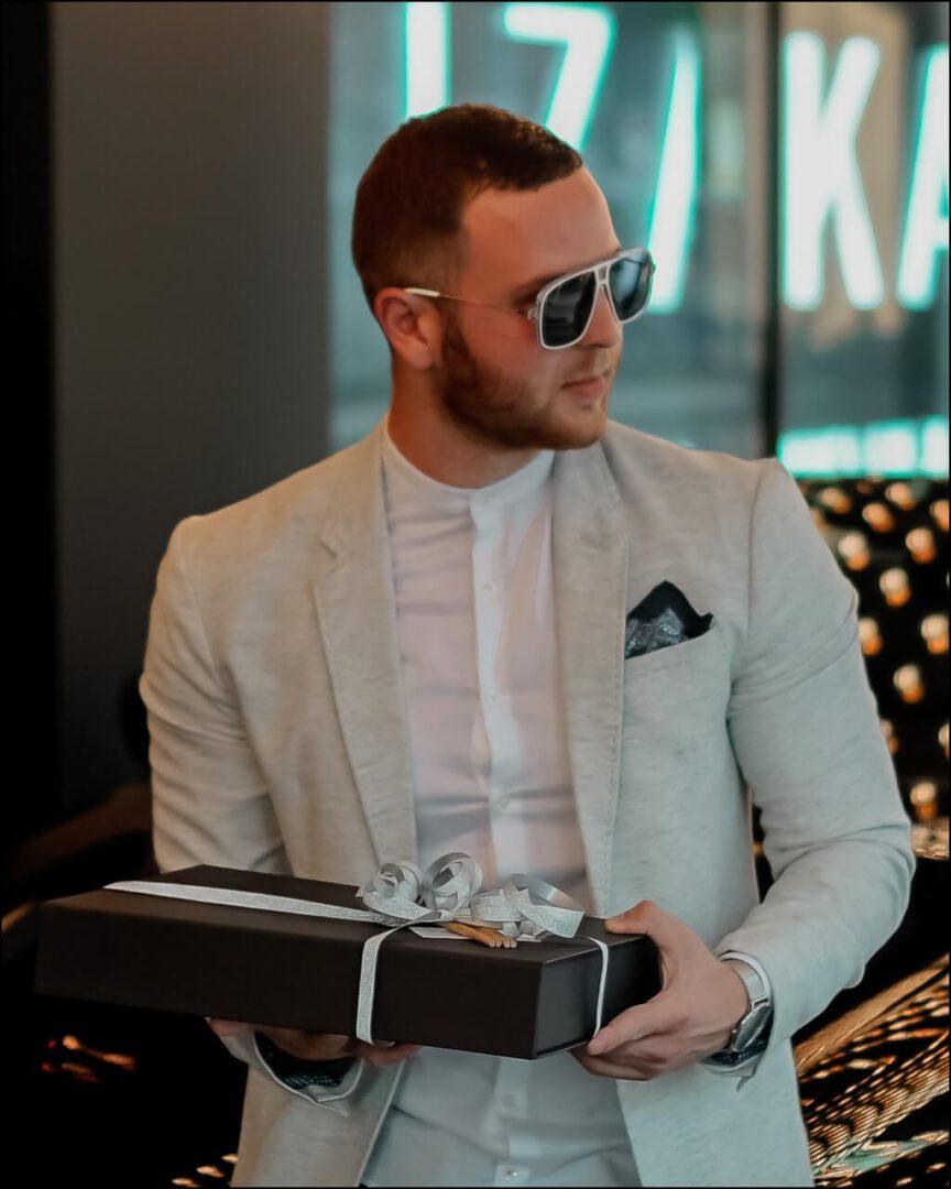 Givenchy Herren Sonnenbrille Seitenansicht - Modell GV7138S