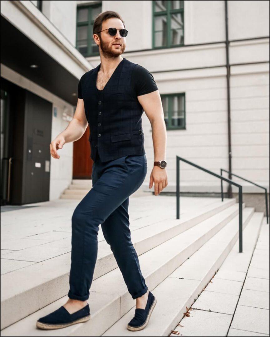 Casual Chic Herren Herbst Trend 2020 kombiniert mit der Levi's Sonnenbrille