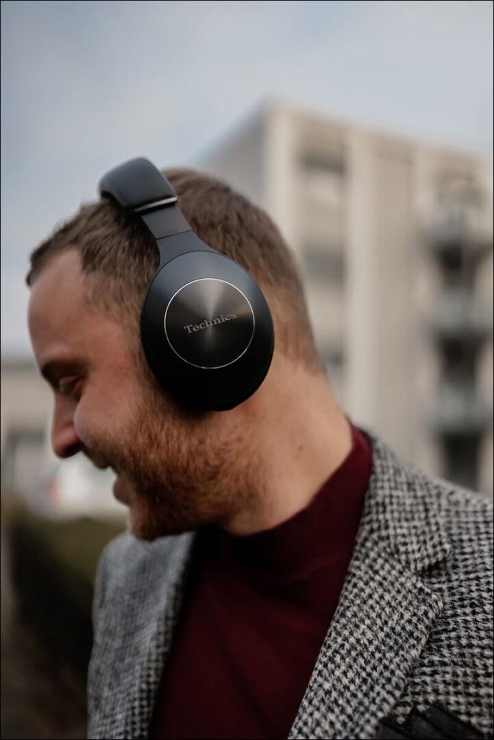 Over-Ear Hybrid Noise Cancelling im Technics F70N Kopfhörer