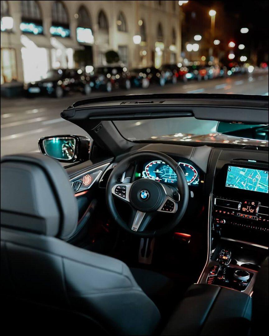 beleuchtetes Interieur im BMW 8er Cabrio