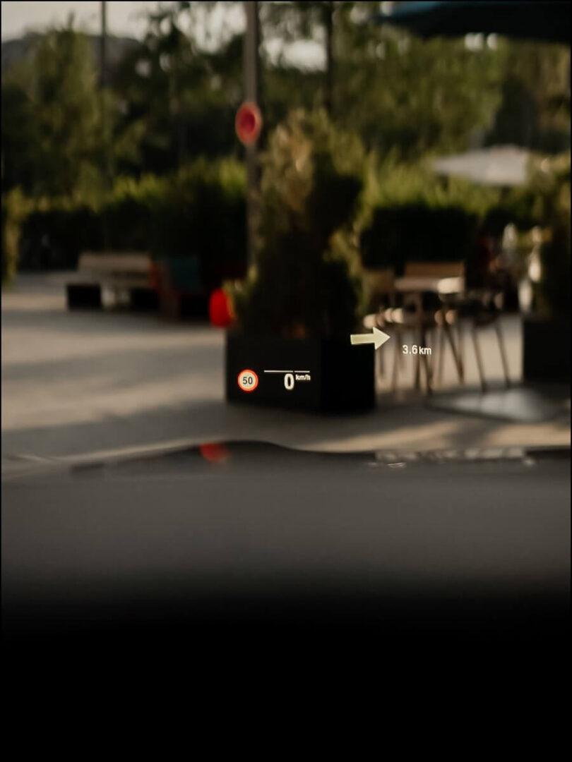 Head Up Display, nur sichtbar für den Fahrer im 8er BMW