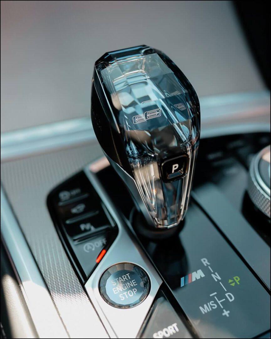 CraftedClarity Gangwahlhebel & Motor Start-/Stop-Knopf im 8er BMW