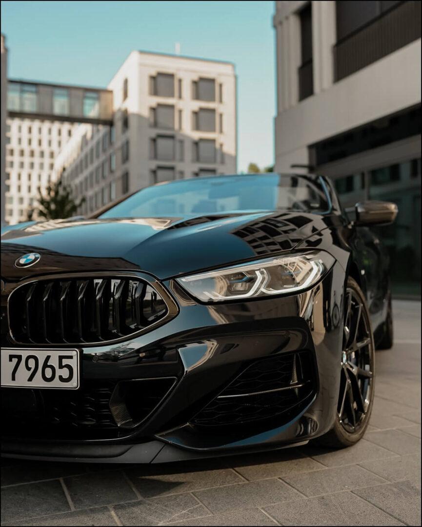 M Aerodynamikpaket an der Frontschürze am 8er BMW