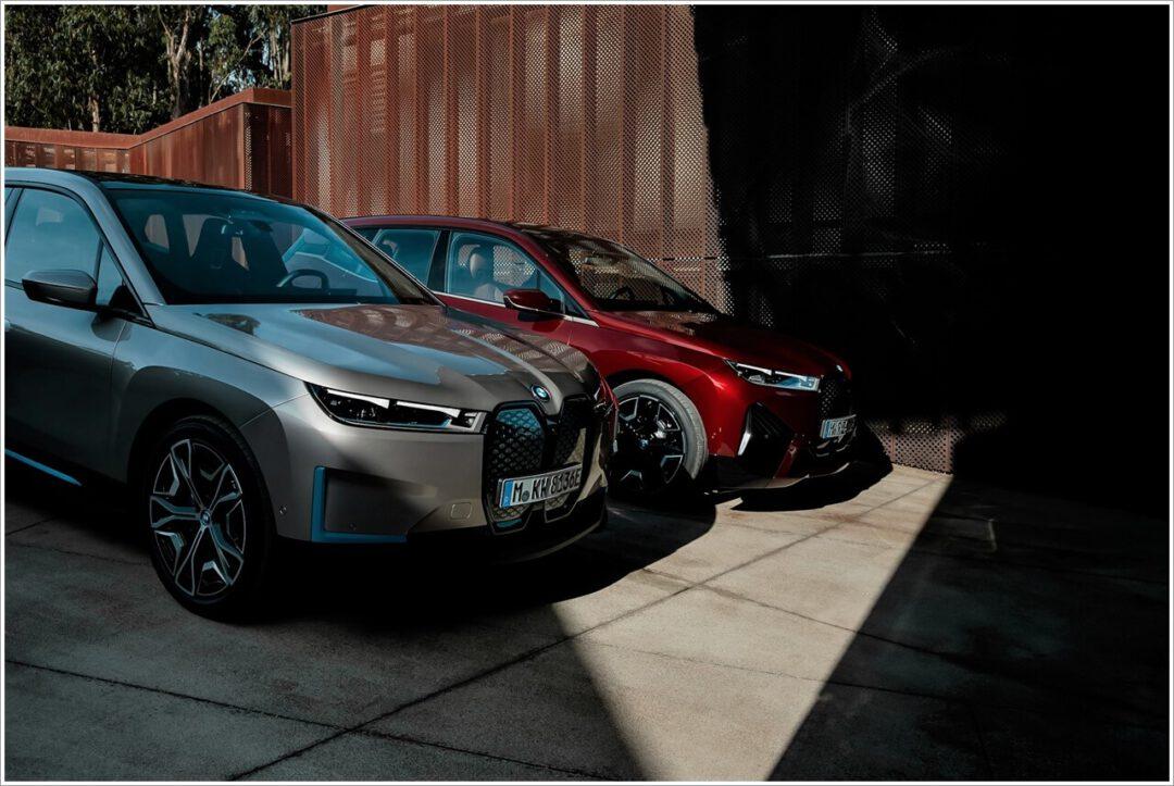 BMW iX ohne & mit Sporpaket