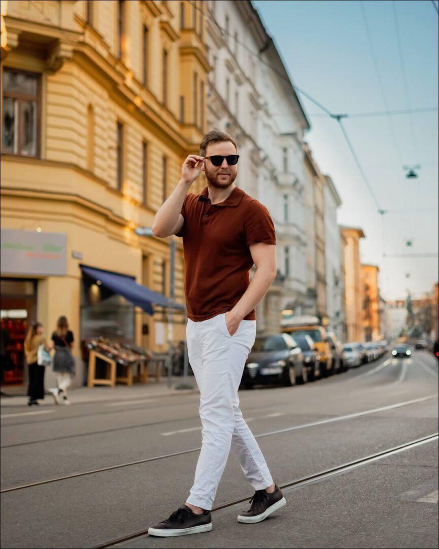 Braun und weiß - sommerlicher David Beckham Style