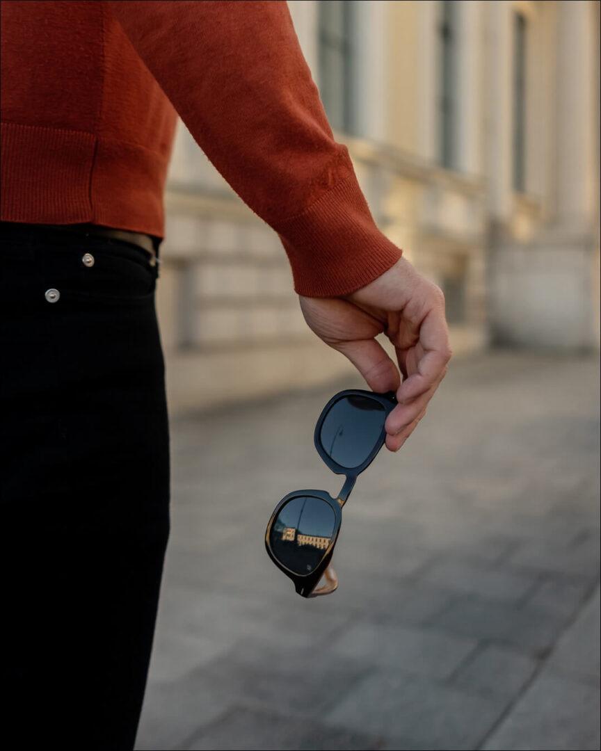 David Beckham 7030/S mit spiegelden blauen Gläsern
