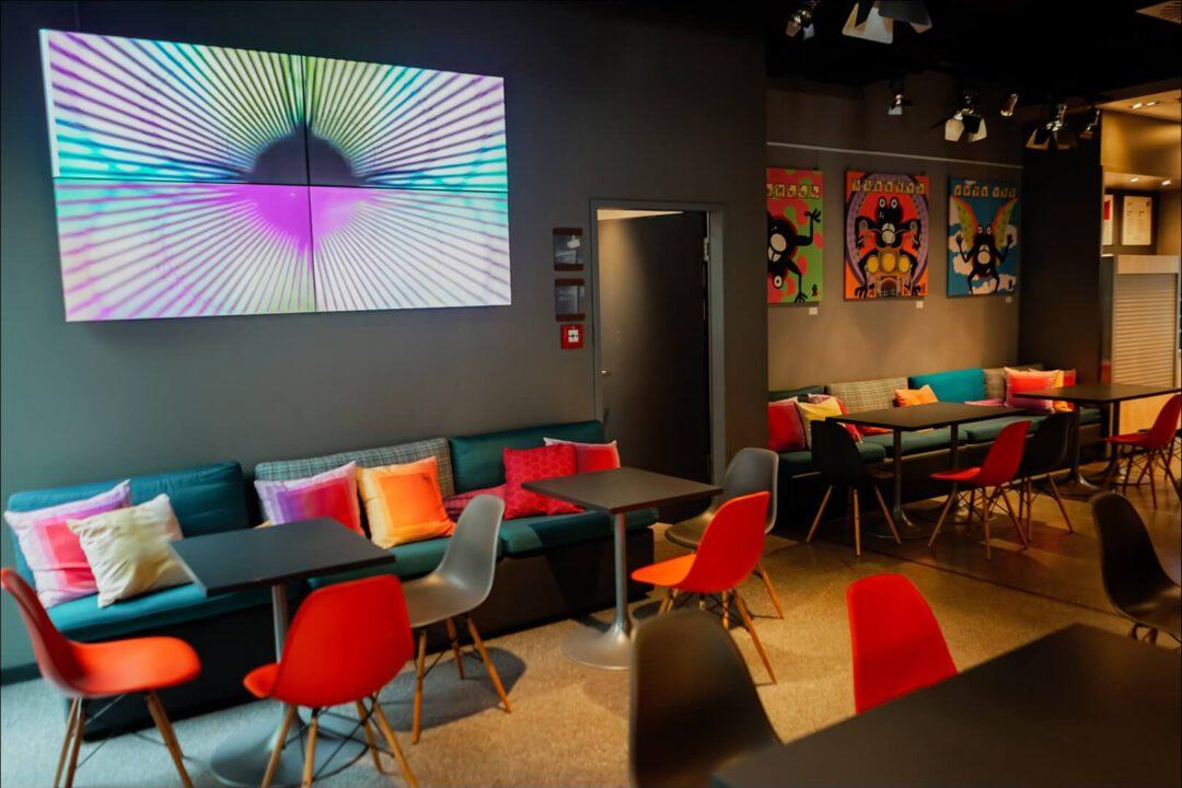 kreativer Design Sitzbereich im Aloft München