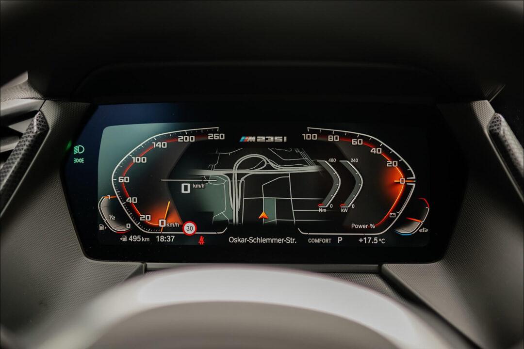"""10,25"""" Instrumentendisplay hinter dem Lenkrad kommt mit dem BMW Live Cockpit Professional"""