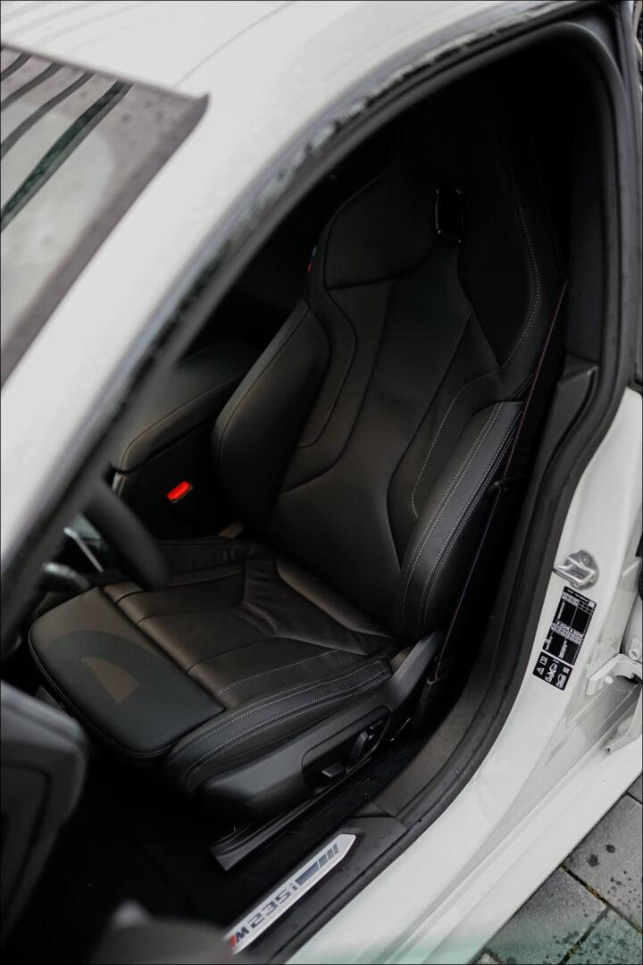BMW M Sportsitze & M235i Einstiegsleiste